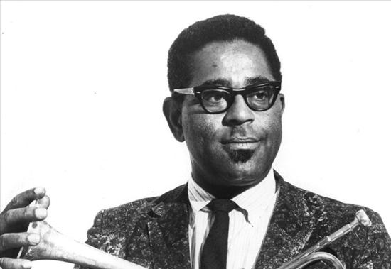 Dizzy Gillespie breaks racial barriers as a jazz ambassador in the 1960s | JAZZ.FM91